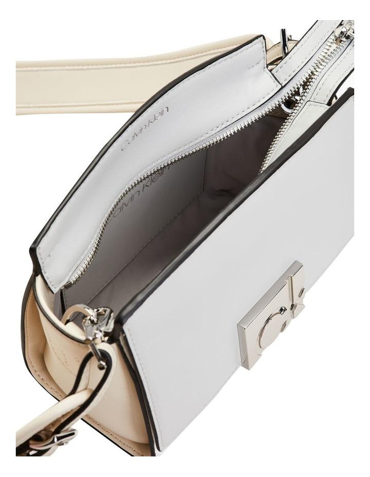 K60K6080550K6 Crossbody Bag image 3