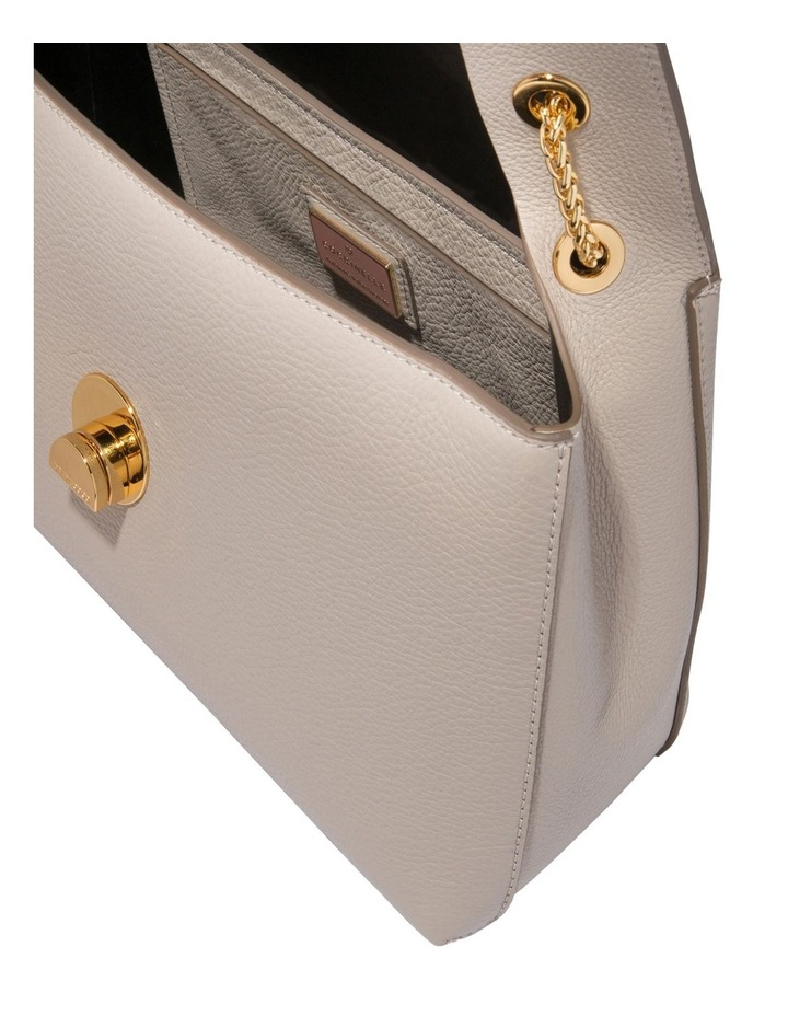 Liya Flap Over Shoulder Bag E1 DD0 12 02 01 image 4