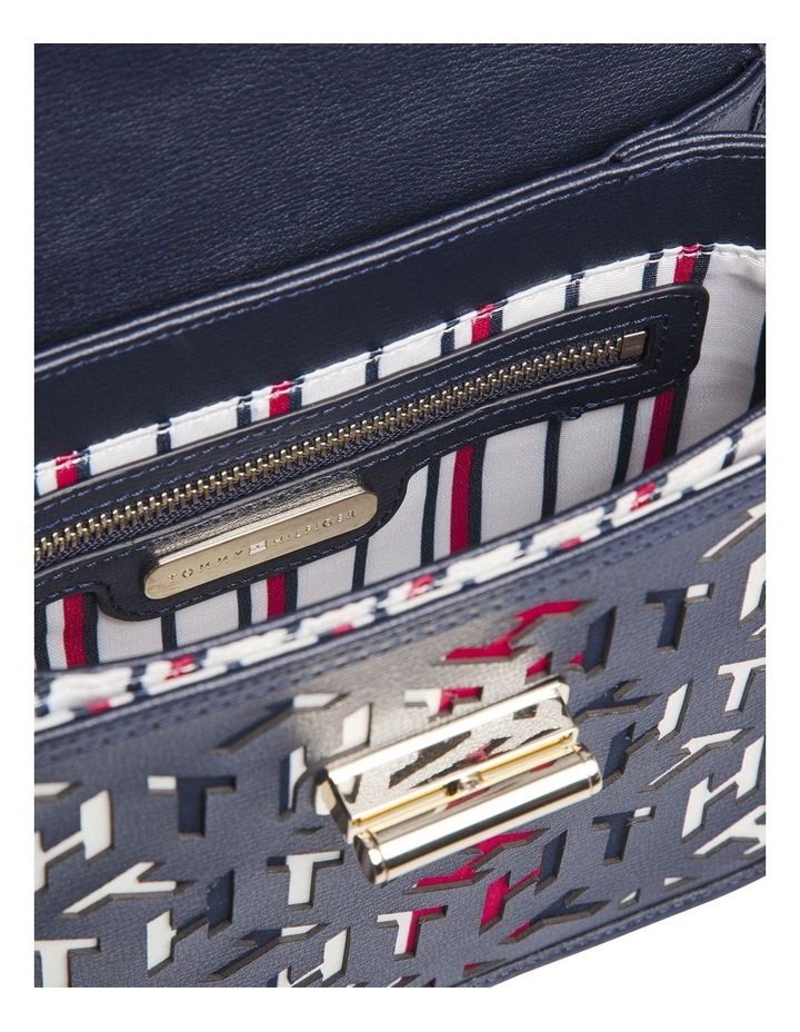 AW0AW08639_BDS TURNLOCK Flapover Crossbody Bag image 3