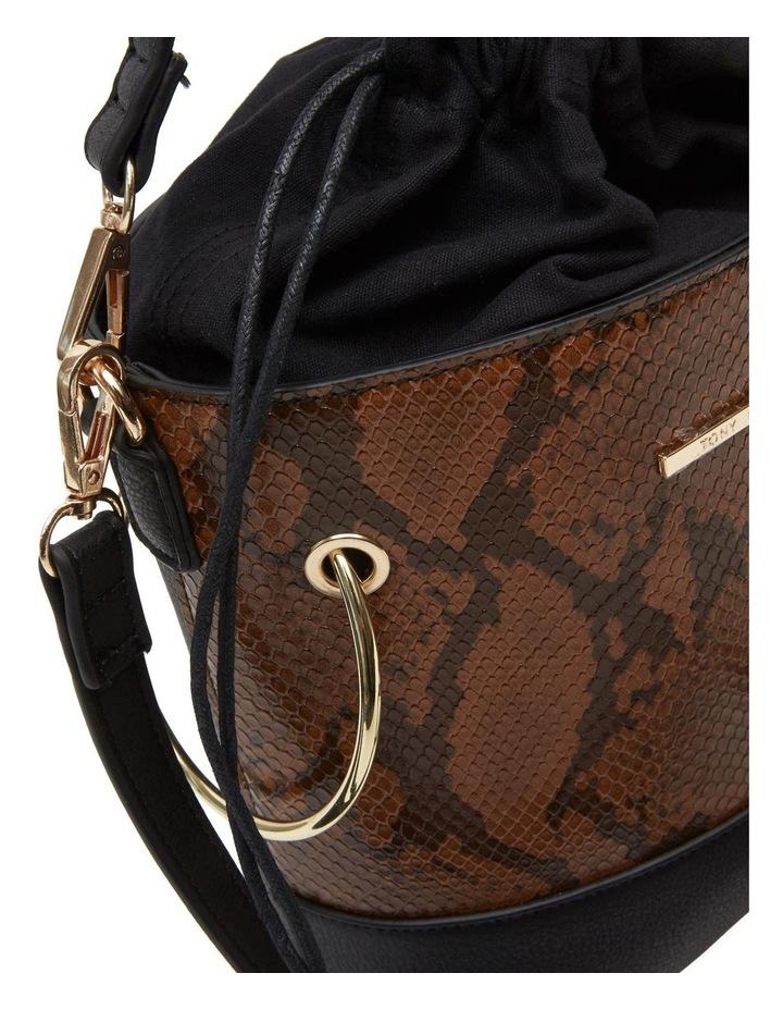 07176 Benjamin Bucket Crossbody Bag image 3