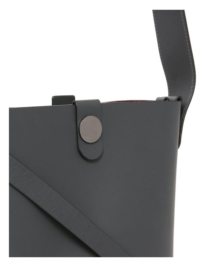 BG271LE The Swing Medium Bucket Shoulder Bag image 3