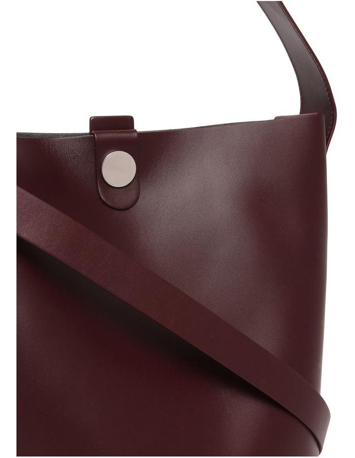 BG272LS The Swing Large Bucket Shoulder Bag image 3