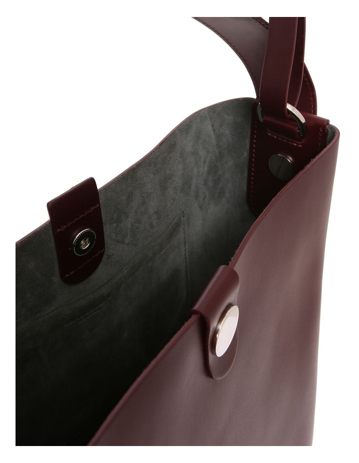 BG272LS The Swing Large Bucket Shoulder Bag image 4