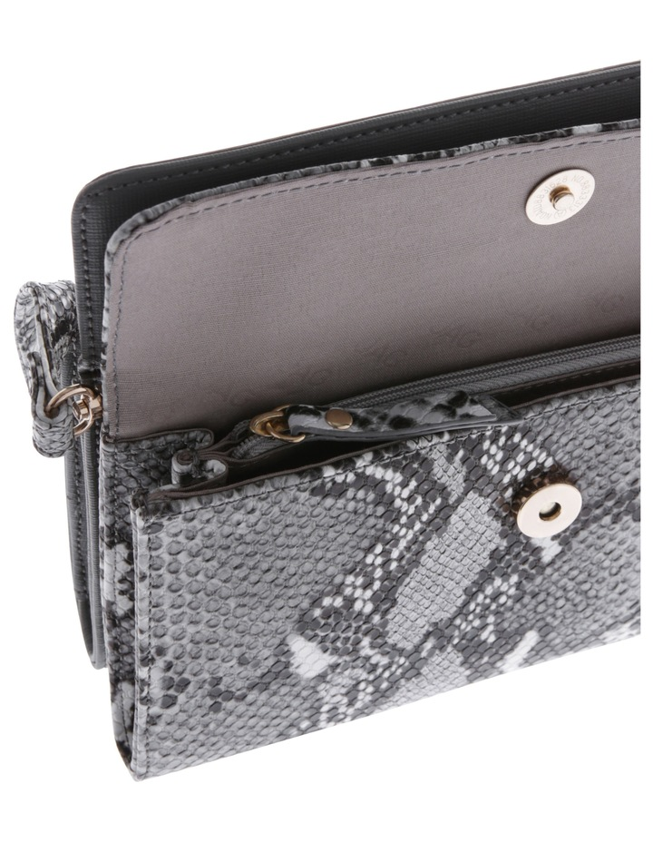 Boston Flap Over Crossbody Bag JAGWH673 image 4