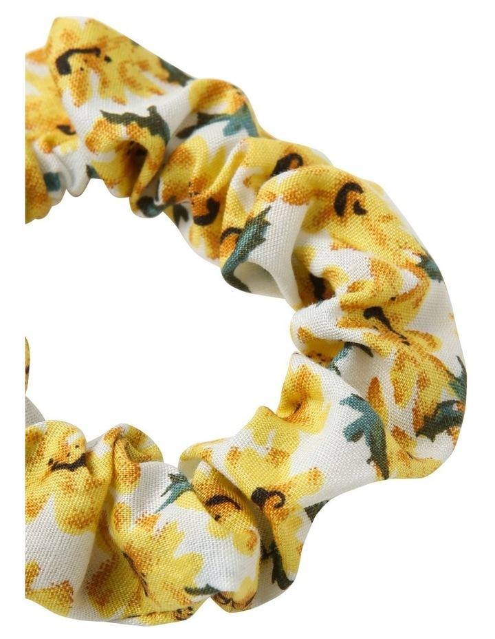 Pretty Daisy Scrunchie 3 Pack image 4