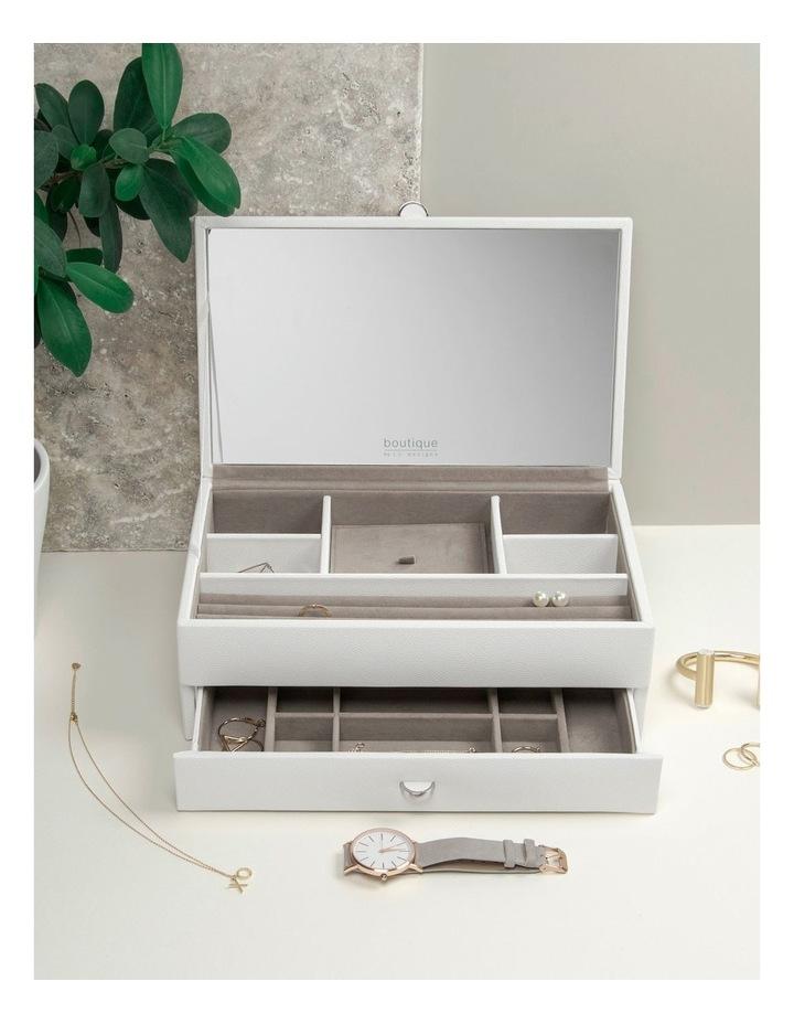 Boutique Medium Box image 3