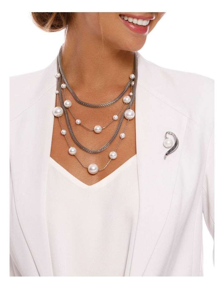 Layer Pearl & Chain Necklace image 3