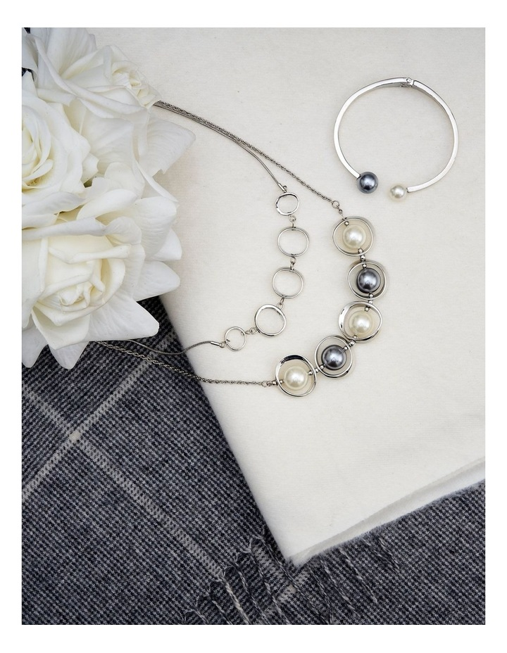 Mixed Pearl Necklace image 3