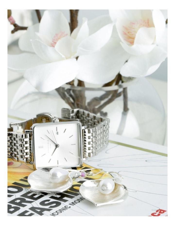 Pearl Flower Drop image 3