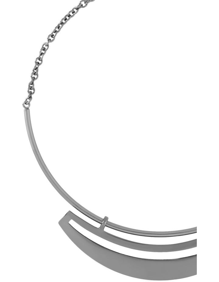WCHSW17NL25 Sleek Metal Cutout Plate Collar Necklace image 2