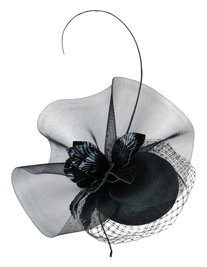 Sinamay Beret With Crin Ruffle And Pu Flower image 2