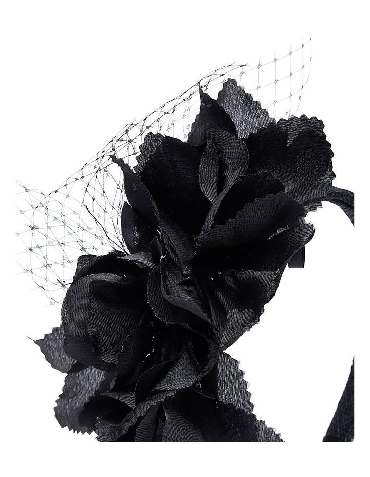 GHRP007M - GHRL058M Flower Cluster With Veil image 3
