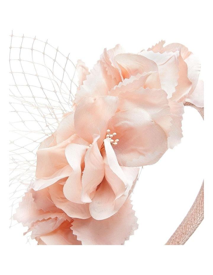 GHRL058M Flower Cluster With Veil image 3
