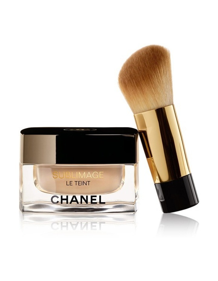 CHANEL Ultimate Radiance-Generating Cream Foundation