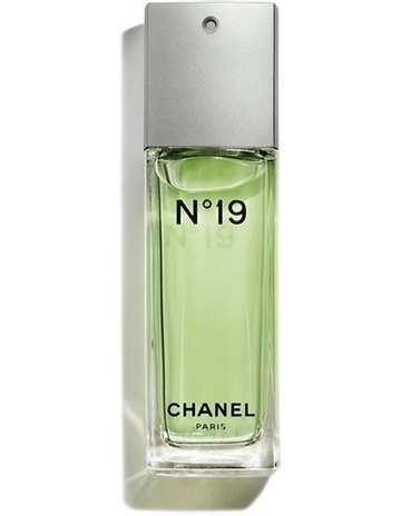 CHANEL N°19 Eau de Toilette Spray 644036e726