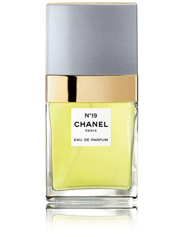 CHANEL N°19 Eau de Parfum Spray 3ba68d0823