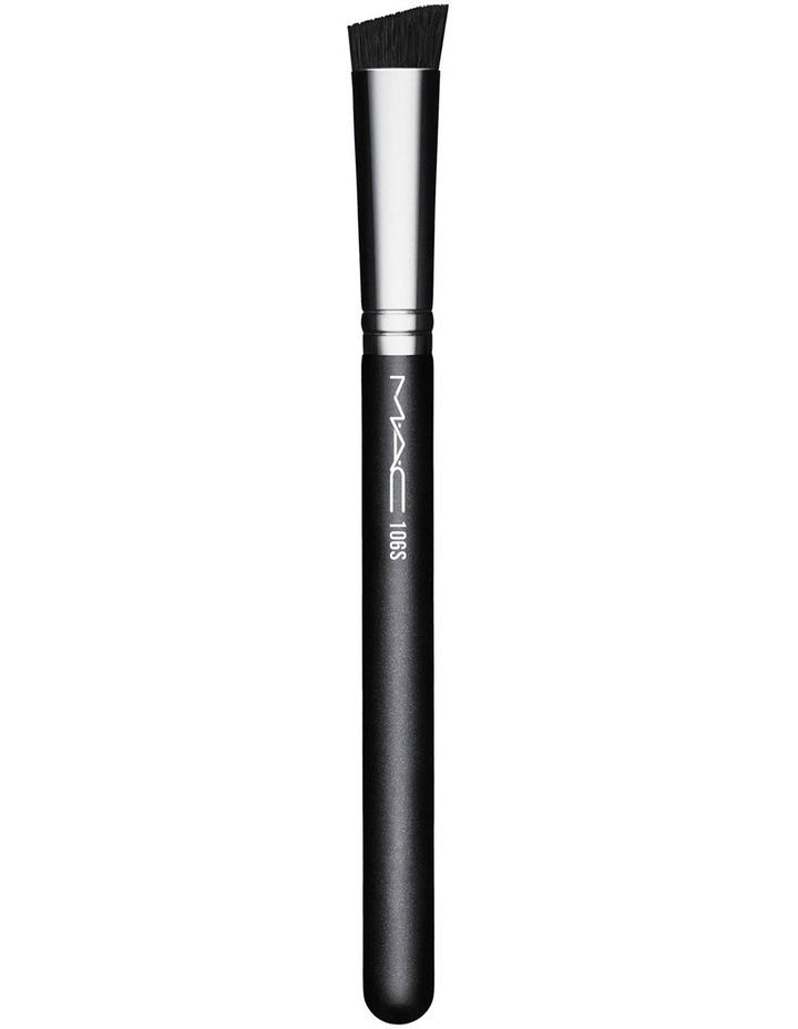 106 Triangular Concealer Brush image 1