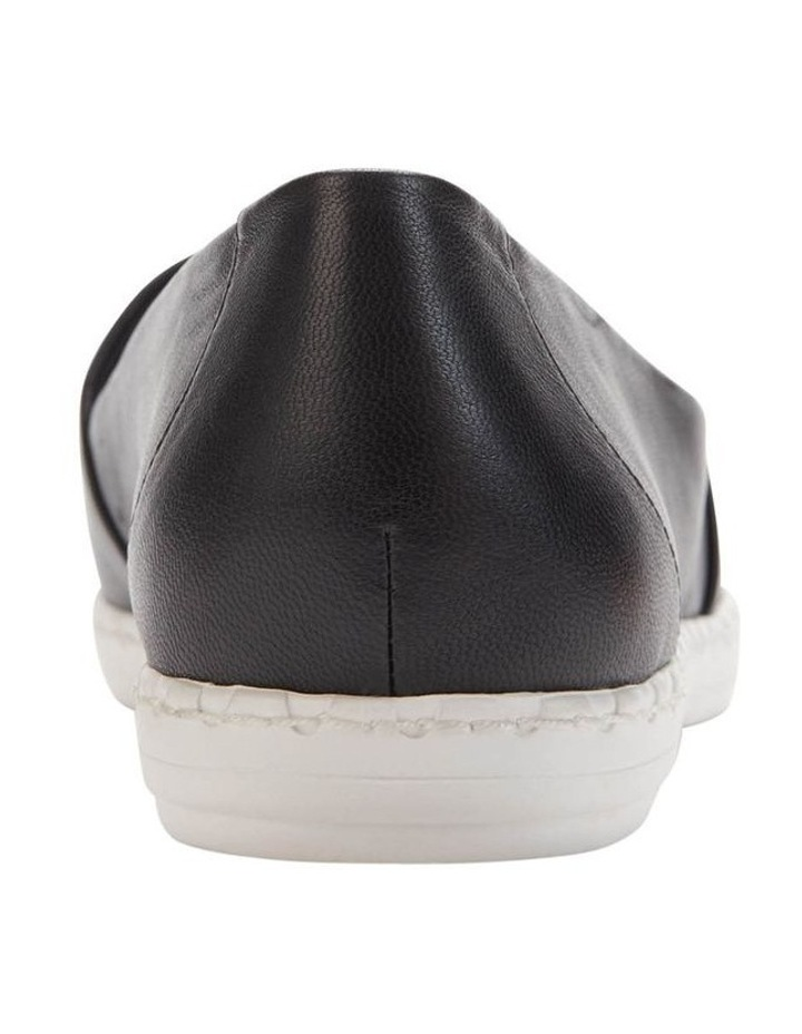 KL109953 Chespie Black Flat Shoe image 4