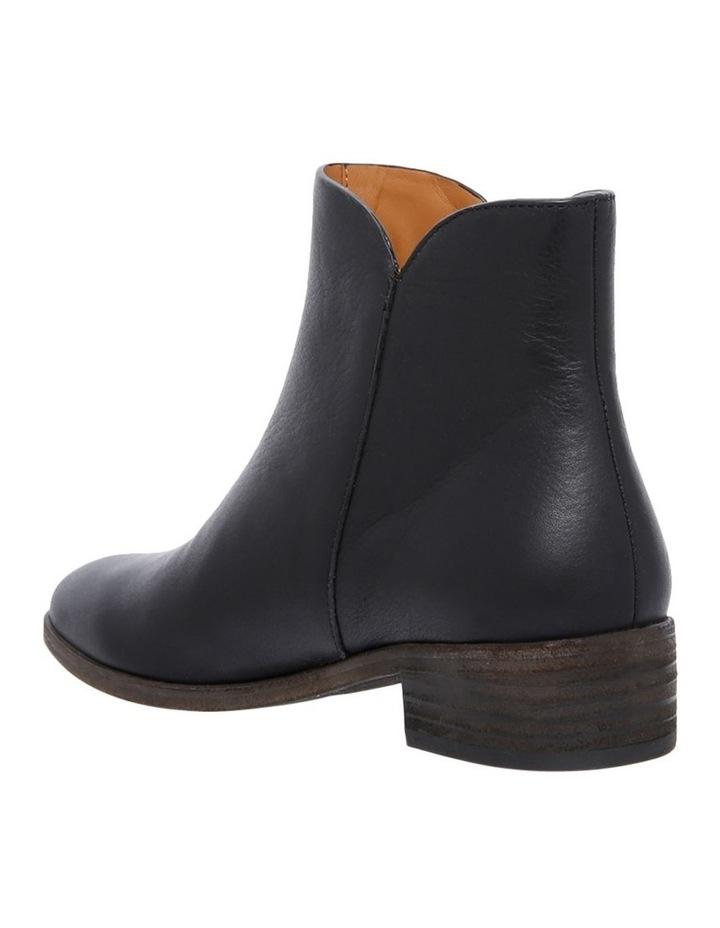 SB30031 Black Boot image 2