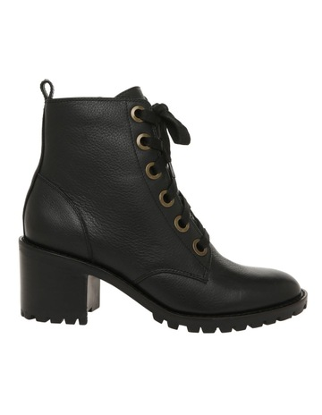 31136919b Milk   Honey BISHA BLACK BOOT