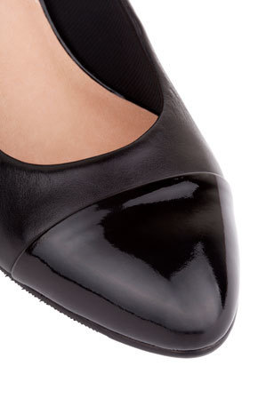 Easy Steps - Monty Black Patent and Glove Contrast Pump