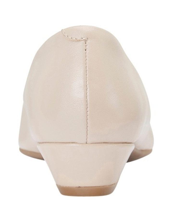 Radius Nude Glove Pump image 3
