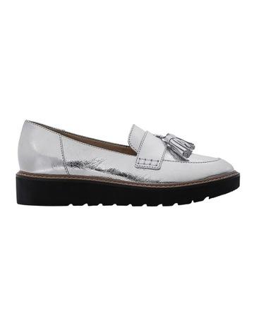 ce78faa25b25 Naturalizer August Silver Flat Shoe