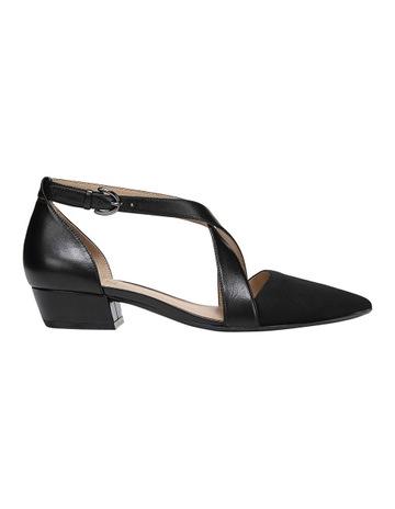 25e16239f6e Naturalizer Blakely Black Heeled Shoe