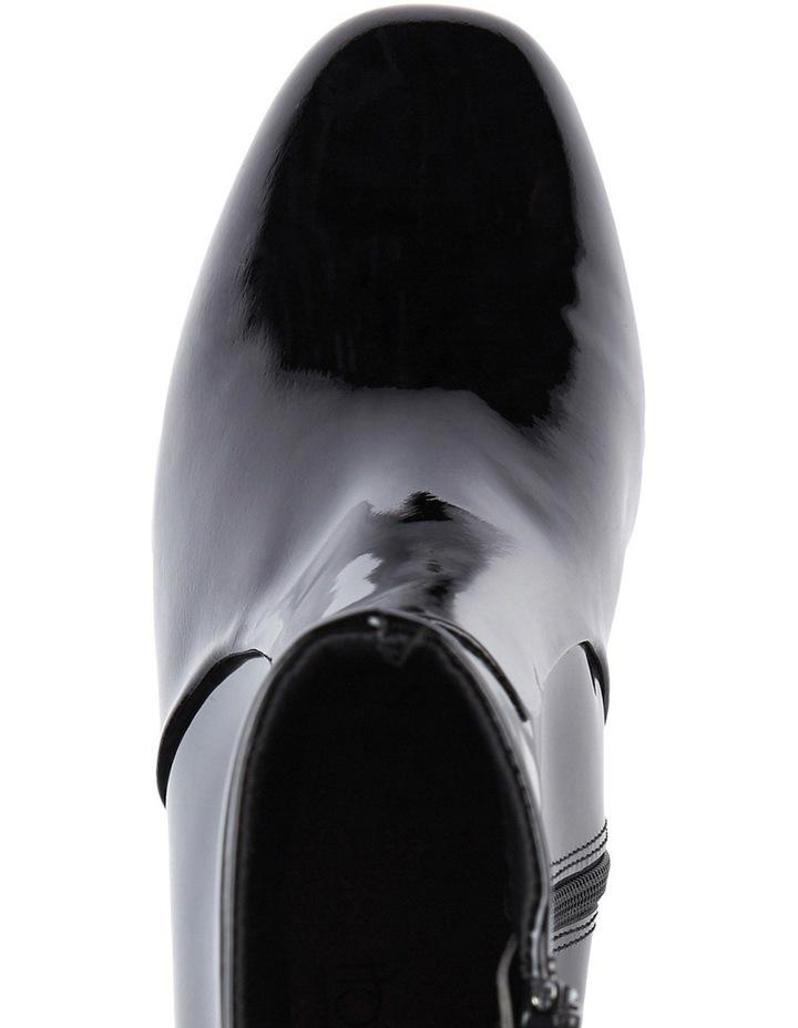 Blushing Boot image 3