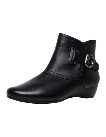 9a34229a043 D.F.SupersoftSupersoft Darby Black Boot