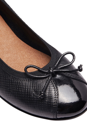 Wide Steps - Grace Black Patent/Print Pump