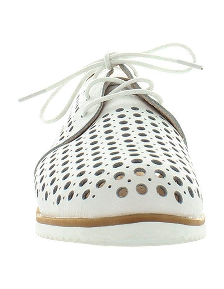 Cayenne Flat Shoe image 3