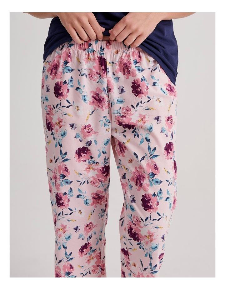 V-Neck 3/4 Pyjama Set image 4