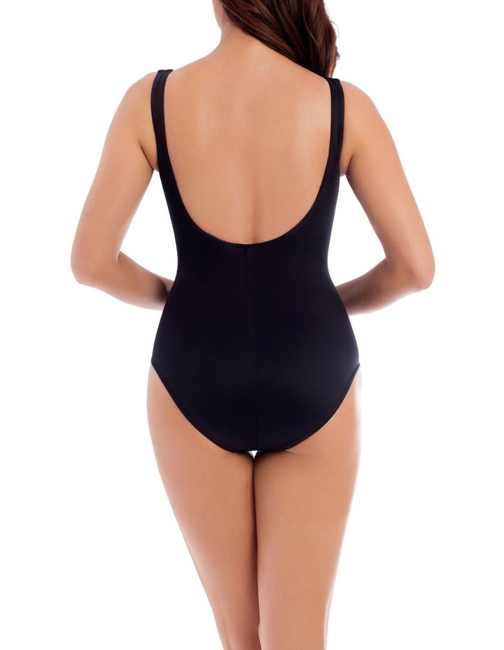Must Haves Escape One Piece image 2