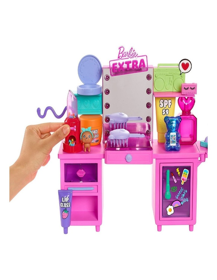 Extra Doll And Playset image 5