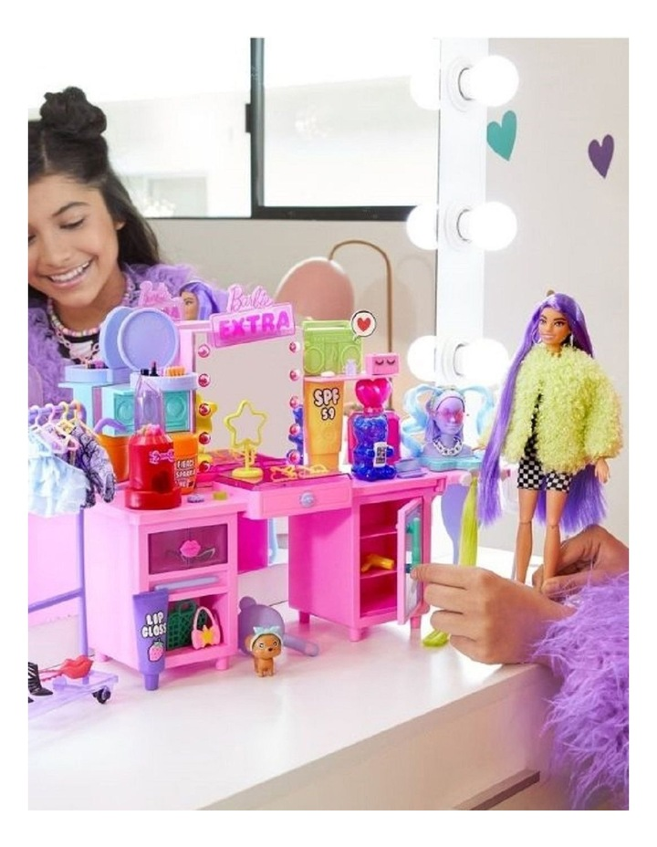 Extra Doll And Playset image 7