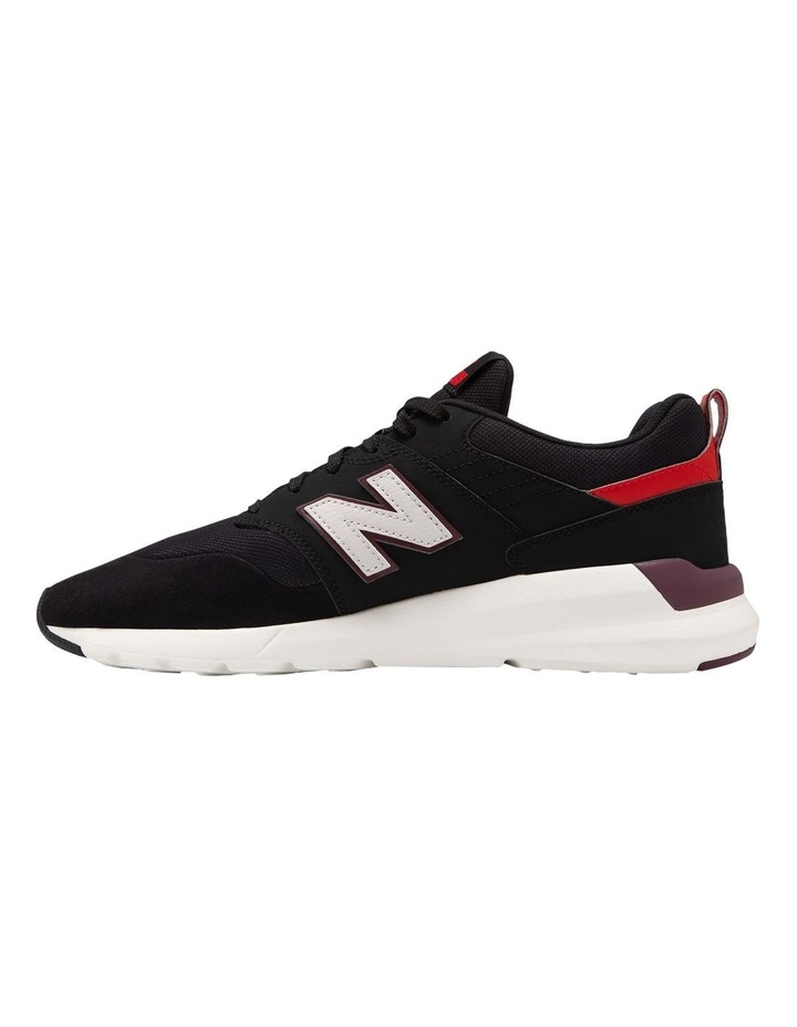 009 Sneaker image 2
