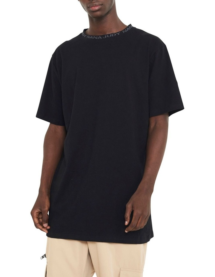 Avenue T-Shirt With Woven Branded Neck-line image 2