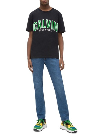 Calvin Klein JeansCALVIN CURVED VARSITY REG SS. Calvin Klein Jeans CALVIN  CURVED VARSITY REG SS 463a763489
