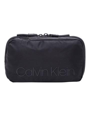 ca461aa322 Calvin KleinShadow Washbag