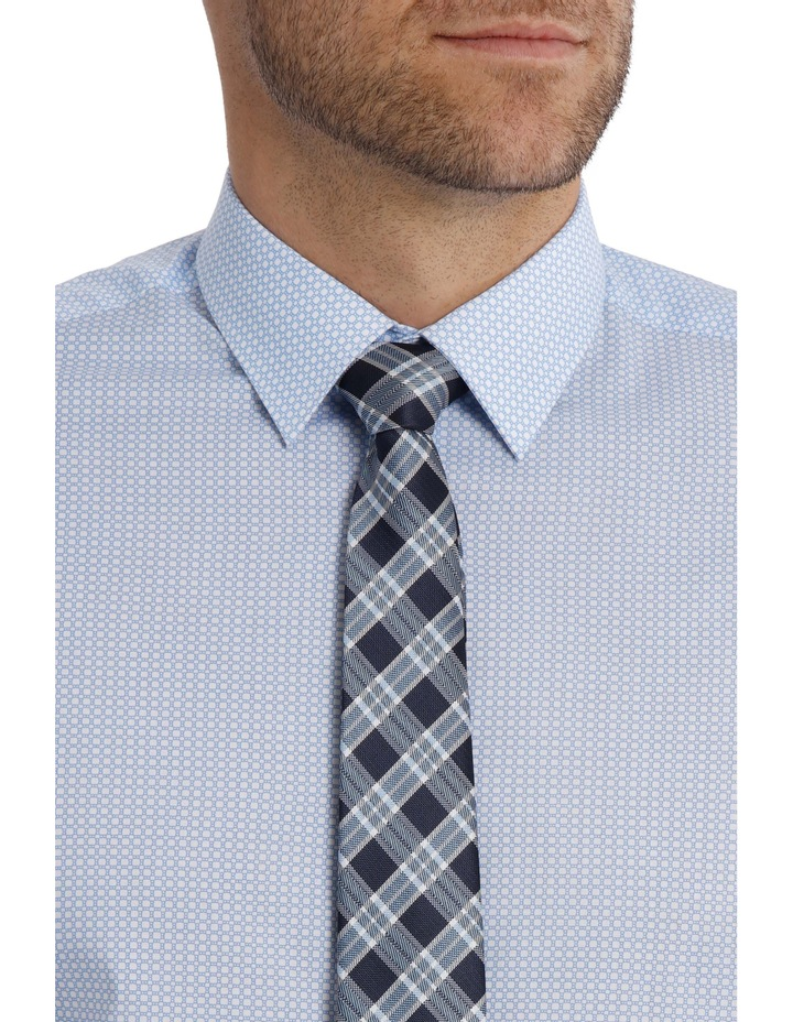Tailored Fit Light Blue Chain Print image 4