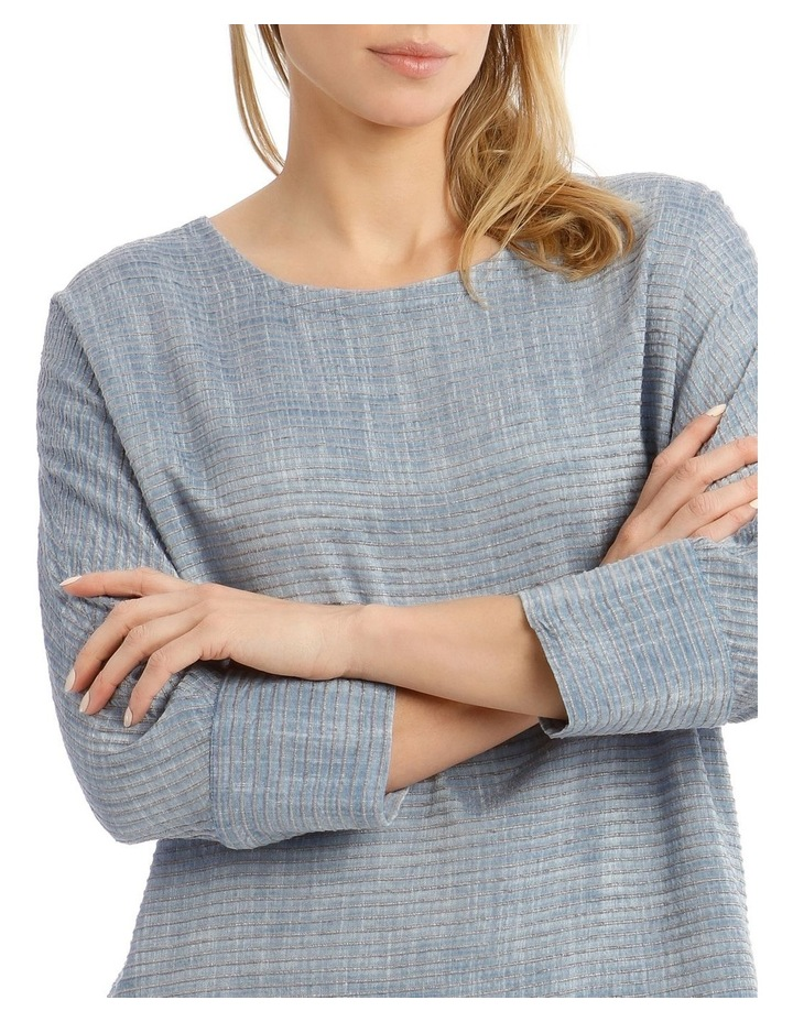 Textured Extended Sleeve Top With Step Hem image 4