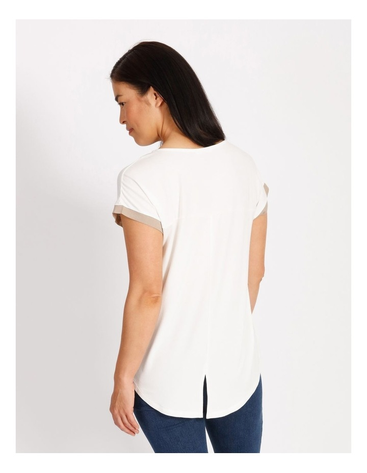 Etched Short Sleeve Colourblocked Tee With Hilo Hem With Back Split image 3
