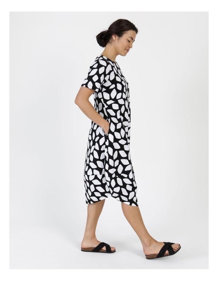 Short Sleeve  Curved Bodice And Dart Hem Dress Black & White Abstract image 4