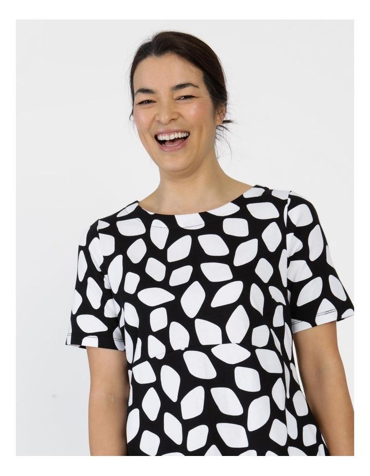 Short Sleeve  Curved Bodice And Dart Hem Dress Black & White Abstract image 5