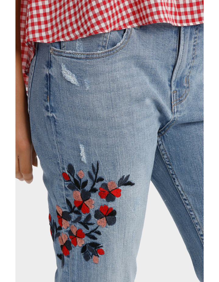 Jean Boyfriend style with embroidery image 4