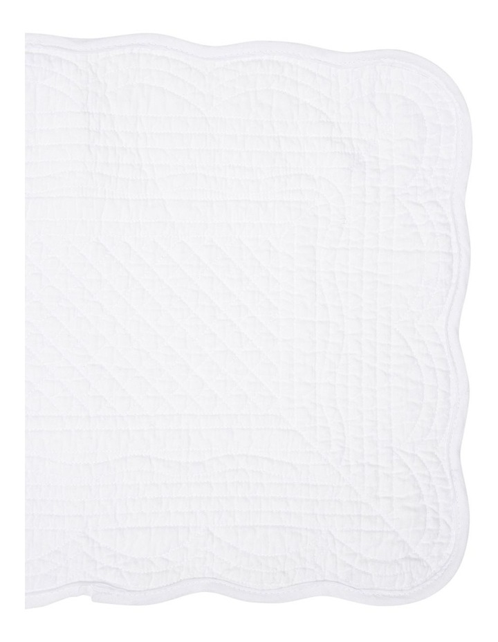 Quilted Scallop Edge Cotton Placemat - White image 2