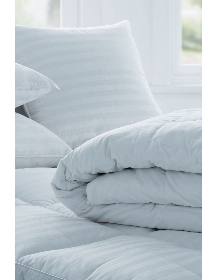 Deluxe 50/50 Goose Feather & Down Quilt image 2