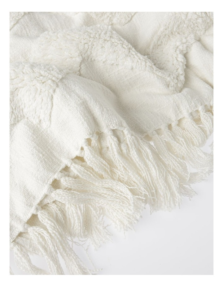 Vue Osiris Knit Throw with Tufting in Off White: 127x152cm image 3