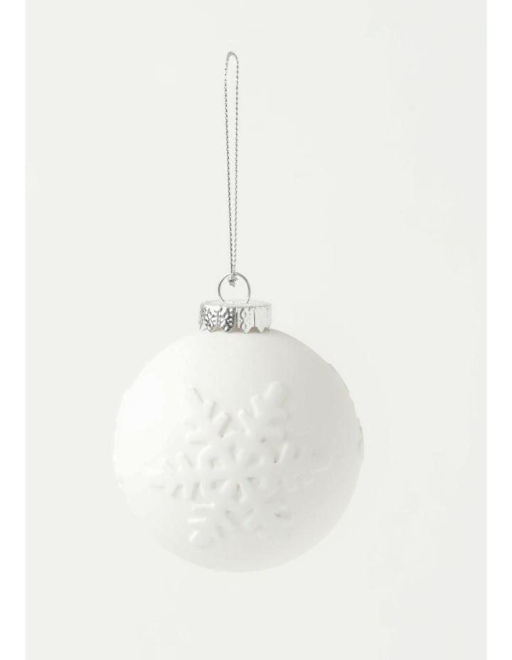 Eucalyptus 4pk Plastic Pressed Snowflake Bauble- White: 8 cm image 2